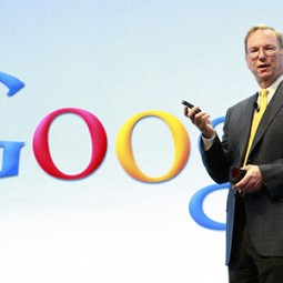 Chủ tịch công ty mẹ Google dùng iPhone nhưng khen Samsung